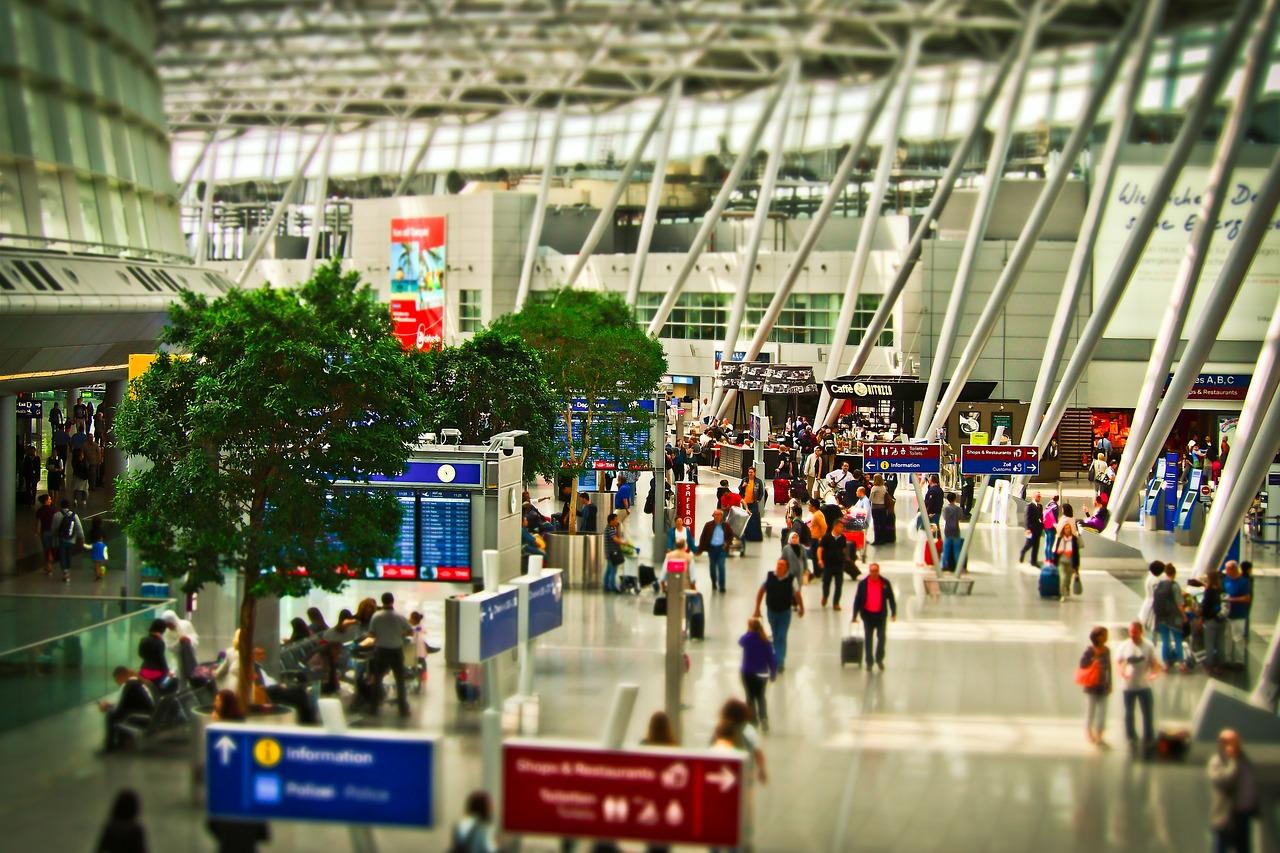 El detector de escaneo láser D-TECT, fabricado por GJD y comercializado por ProdexTec, protege la zona de seguridad de un aeropuerto internacional.