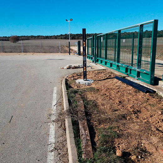 Columnas perimetrales preinstaladas easyPack de BUNKER SEGURIDAD