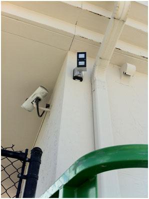 Detección perimetral y protección de perímetros de la mano de REDWALL, marca de OPTEX