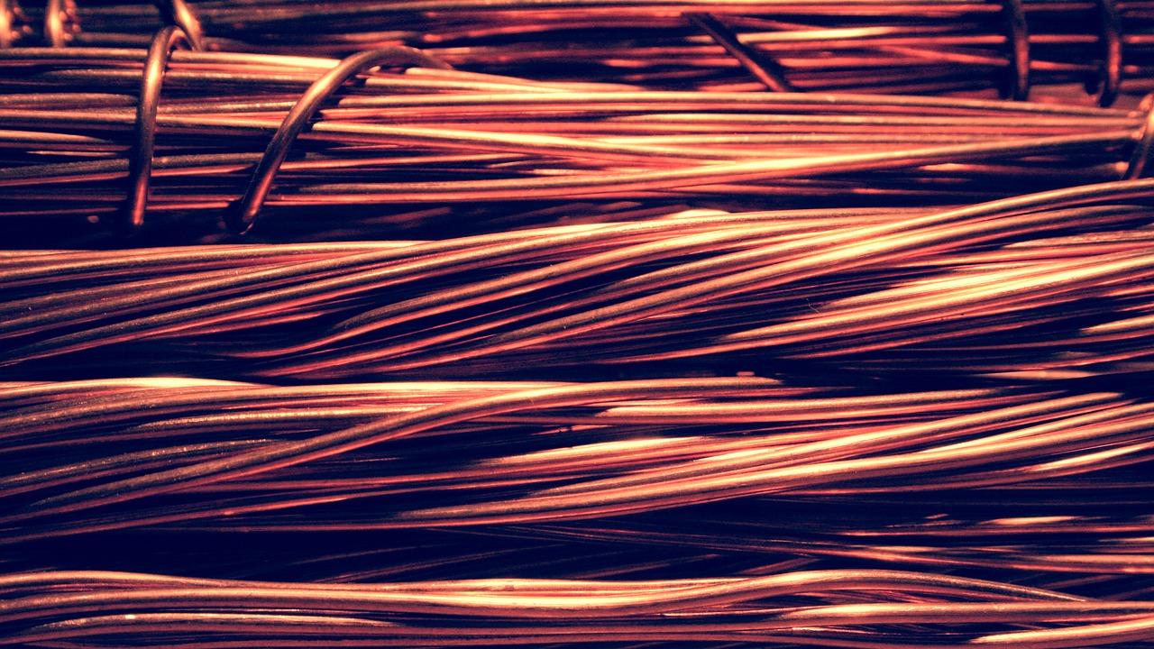Los detectores y barreras de infrarrojos de OPTEX, utilizados para evitar los robos de cobre.